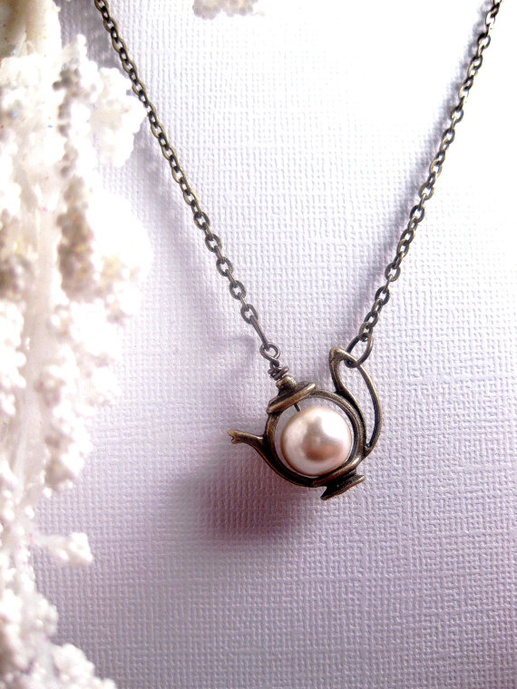 teapot.pearl.necklace
